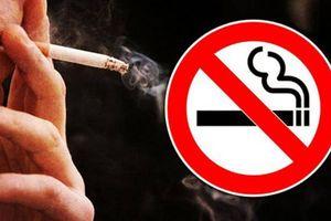 Phạt khách tây hút thuốc tại phố cổ Hà Nội đến 300.000 đồng