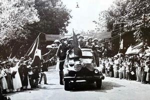 Hình ảnh đoàn quân chiến thắng trở về tiếp quản Thủ đô 65 năm trước