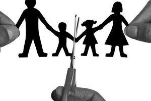 Những đứa trẻ bị 'đánh cắp' tuổi thơ