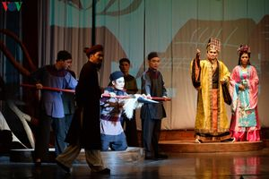 Nhà hát Lớn Hà Nội chật kín khán giả xem 'Ngàn năm mây trắng'
