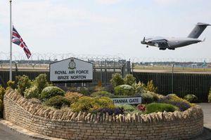 Đoàn phim James Bond khiến căn cứ không quân Anh náo loạn, hàng trăm quân nhân sơ tán
