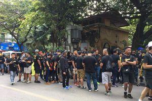 CĐV Malaysia diễu hành đến sân Mỹ Đình, tiếp lửa đội nhà đấu tuyển Việt Nam