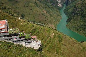 Panorama 'mọc' trên đỉnh Mã Pì Lèng: Sẽ phá dỡ toàn bộ tầng giật cấp nhô ra sông Nho Quế