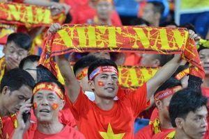 Bên trong SVĐ Mỹ Đình: CĐV 'nhuộm đỏ' khán đài chờ thầy trò Park Hang-seo bùng nổ