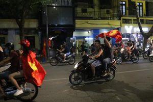 Tham gia giao thông sau trận Việt Nam - Malaysia: Vui thôi đừng vui quá!