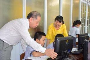 Chủ tịch tỉnh bất ngờ 'rủ' giám đốc sở đến dự giờ một tiết học lớp 9