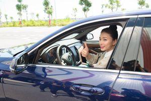 Ngô Thanh Vân 'đạp ga' VinFast Lux lên tốc độ trên 100km/h, phấn khích vì lái xe 'quá đã'!