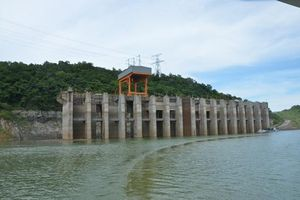 Lưu lượng nước về thấp, thủy điện Hòa Bình gặp khó trong phát điện