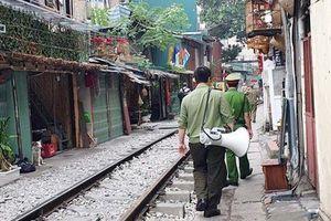 Hà Nội 'xóa sổ' xóm cà phê đường tàu