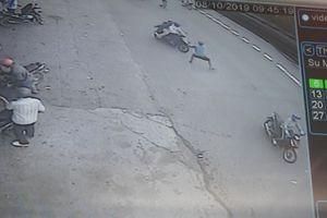 Nhóm thanh niên dàn cảnh cướp tài sản người đi đường