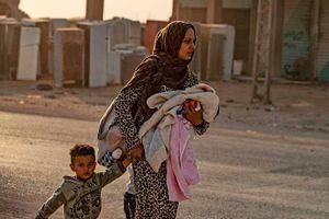 Xót xa cảnh người dân tại bắc Syria bỏ chạy khỏi đợt tấn công của Thổ Nhĩ Kỳ