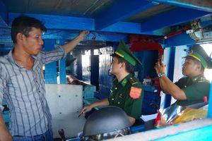Ngư dân Việt Nam hành nghề trên vùng biển Hoàng Sa bị tàu nước ngoài khống chế lấy tài sản