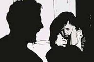 Ông nội 'hờ' bị bắt giam vì giở trò đồi bại với cháu gái
