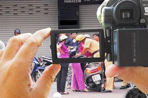 Việc giám sát của người dân đối với cảnh sát giao thông phải tuân theo pháp luật