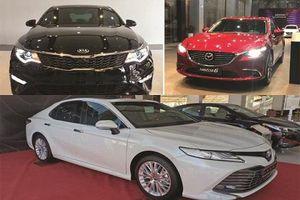 Sedan hạng D: Toyota Camry tăng khủng, Mazda 6 dậm chân tại chỗ