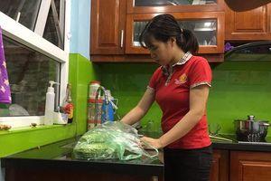 Dân cư bán đảo Linh Đàm hoang mang vì nước máy có mùi khét lạ