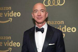 Sếp Amazon và vợ cũ đứng chung trong hàng ngũ tỷ phú giàu nhất Mỹ