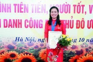Nhân lên những bông hoa đẹp trong vườn hoa Thủ đô