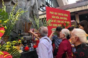Hà Nội: Tặng quà cho hơn 1 nghìn người có công và gia đình chính sách