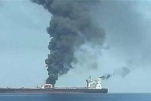 Mâu thuẫn vụ tàu chở dầu Iran trúng tên lửa