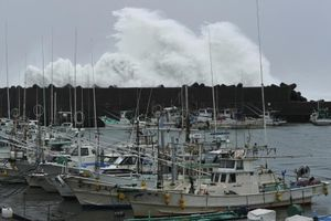 Nhật Bản nâng báo động cao nhất khi bão Hagibis chuẩn bị đổ bộ