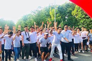 Hàng nghìn bạn trẻ hào hứng với 'Thử thách 4 giờ 30 sáng'