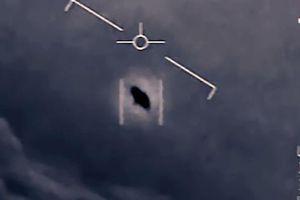 Cựu phi công Hải quân Mỹ tiết lộ về 'UFO trồi lên từ dưới biển'