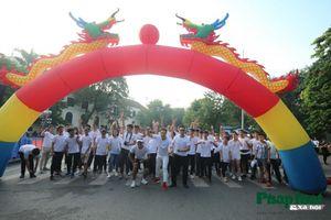 Hàng nghìn bạn trẻ chạy bộ tham gia 'thử thách 4g30 sáng'