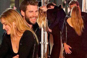 Liam Hemsworth khóa môi, ôm ấp bạn gái mới sau ly hôn Miley Cyrus