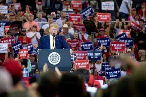 Tổng thống Trump đặt mục tiêu biến vụ bê bối thành 'nhiên liệu tái sinh'