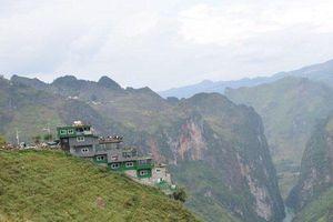 Công trình sai phạm Panorama bất ngờ phủ xanh trên đèo Mã Pì Lèng, địa phương nói phải chờ xử lý
