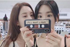 Tiffany Young và Seohyun selfie 'nhắng nhít' cùng nhau, fan chỉ chăm chăm vào một thứ khác