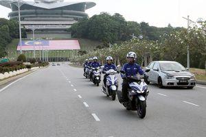 Blue Core, 'trái tim' xe ga Yamaha thách thức mưa rào Malaysia