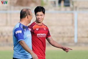 Tuấn Anh tập luyện, thầy Park vui vẻ cười đùa cùng Công Phượng ở Bali