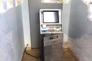 Cùng lúc lĩnh 2 tội khi uống rượu say, cậy phá cây ATM