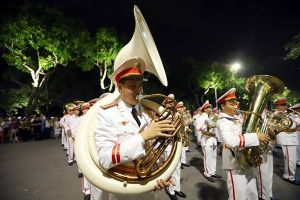 Màn diễu hành của Đoàn Nghi lễ CAND hút khán giả Thủ đô
