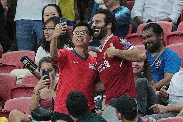 'Salah giả' xuất hiện ở Singapore làm lu mờ dàn sao Brazil