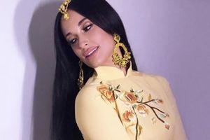 Nữ ca sĩ Mỹ mặc áo dài không quần - 6 giải Grammy, thích gây chú ý