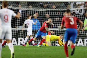 Euro 2020: Tuyển Anh rơi xuống mặt đất!