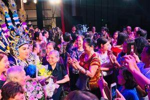 Khán giả Hà Nội xem live show của Kim Tử Long đến nửa đêm