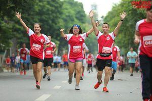 Gần 2000 người tham gia 'chuyển động cùng cặp lá yêu thương'