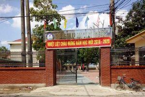 Bộ GD&ĐT chỉ đạo xử lí vụ nữ sinh lớp 7 bị hiệu trưởng 'ép' chuyển lớp