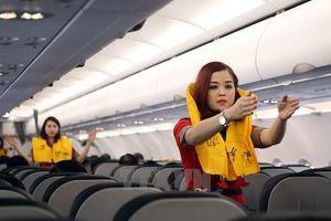 'Chôm' áo phao trên máy bay, nữ hành khách bị phạt 8,5 triệu đồng