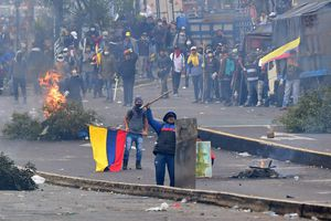 Thủ đô Ecuador chìm trong bạo loạn, Tổng thống ban bố lệnh giới nghiêm