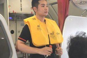 Nữ hành khách bị phạt 8,5 triệu đồng vì trộm áo phao trên máy bay