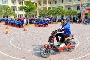 Nghệ An: Trang bị kiến thức lưu thông an toàn cho học sinh