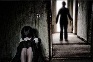 Khởi tố, bắt tạm giam bảo vệ trường hiếp dâm nữ sinh lớp 6