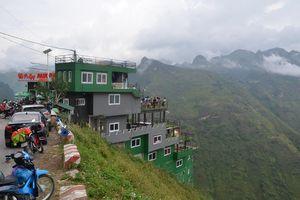 Nhà nghỉ Mã Pí Lèng Panorama phủ sơn xanh, du khách vẫn kéo đến selfie, chụp ảnh cưới