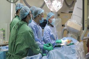 Kỳ diệu phương pháp thay van tim không cần mổ hở ngực