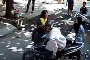 Chồng ngồi nhìn người tình đánh vợ chảy máu đầu